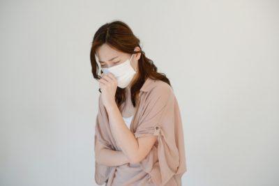 花粉症とニキビや肌荒れの関係