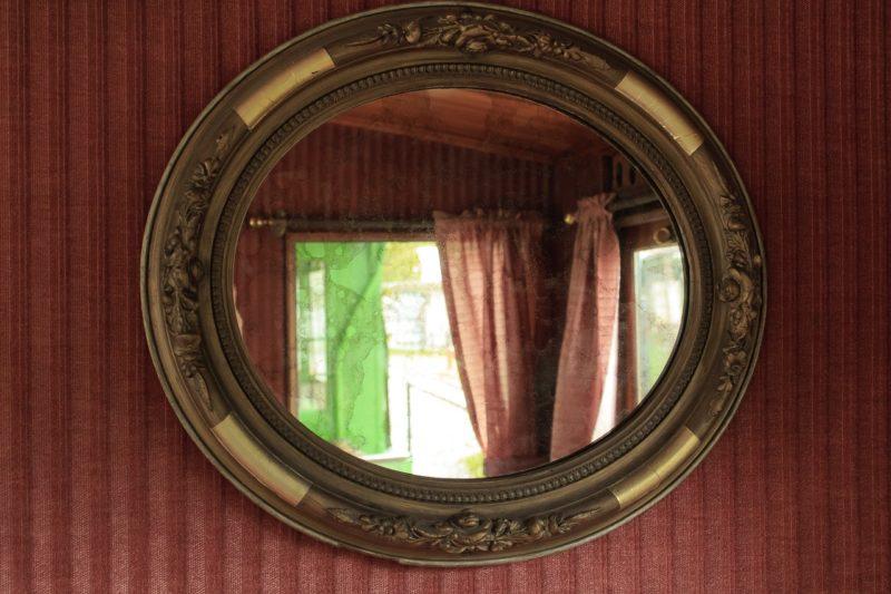 玄関に置く鏡の位置