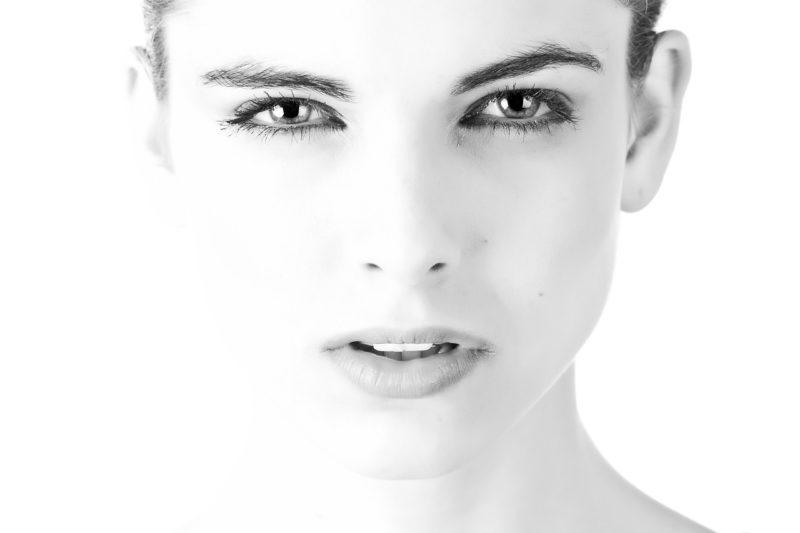 肌の「ぶつぶつ」の原因